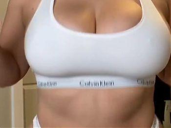 Tati Xo Showing Her Big Natural Tits